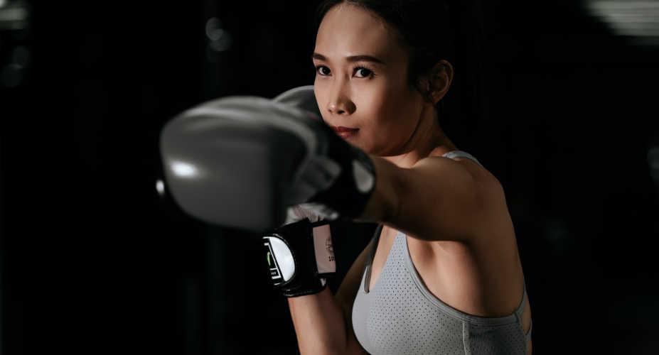 """Train Like a Boxer: A 20-Minute at Home Boxing Workout with Alvin """"Gorgeous Al"""" Davie"""