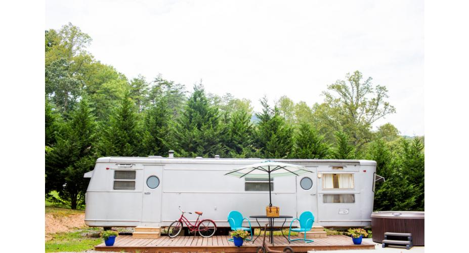 6 Awesome Spots to Go Glamping in the US