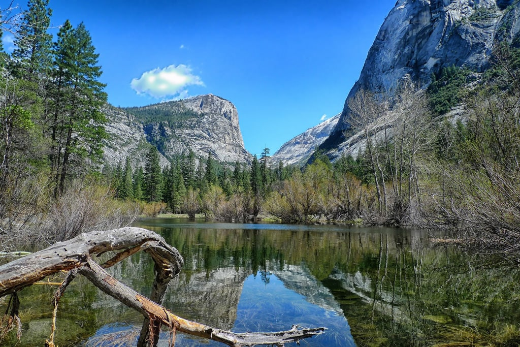 Several hike options at Mirror Lake offers scenic views of the pristine lake. Pixabay